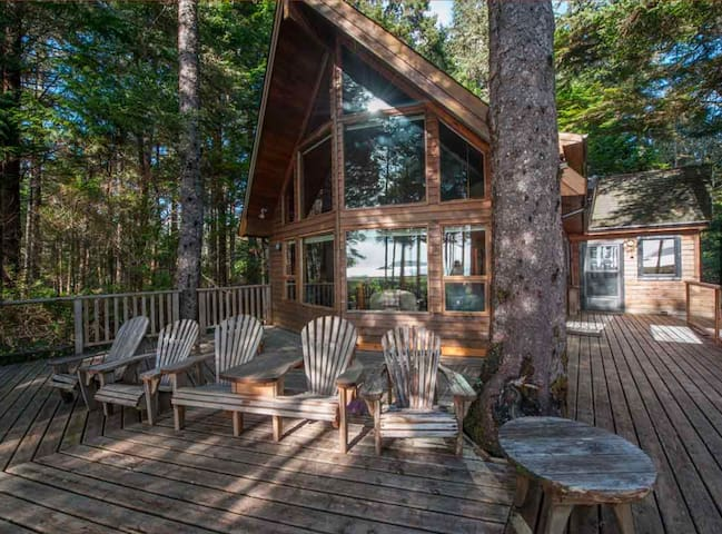 DIRECTLY on Chesterman Beach - 3BR, 3Bath Tofino Beach House by OnlyBC
