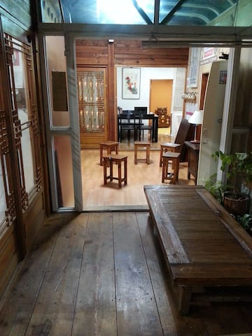 Traditional Hanok/8min from Anguk STN /북촌2/조식포함