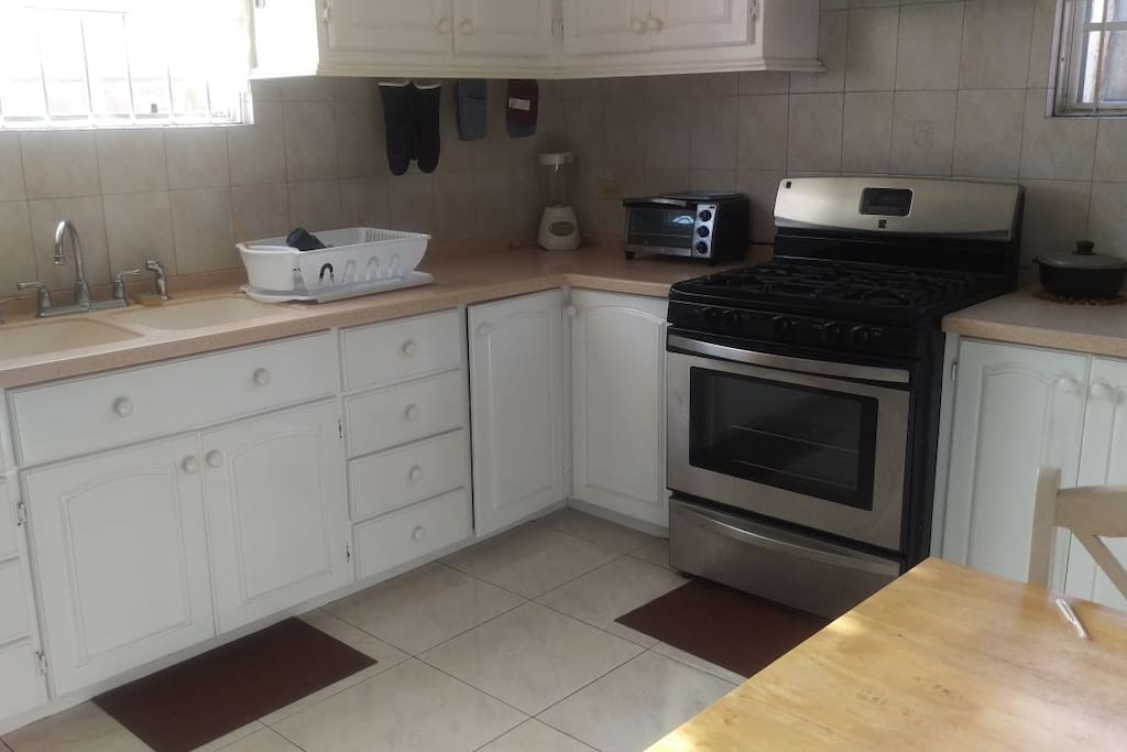 Fully furnished kitchen