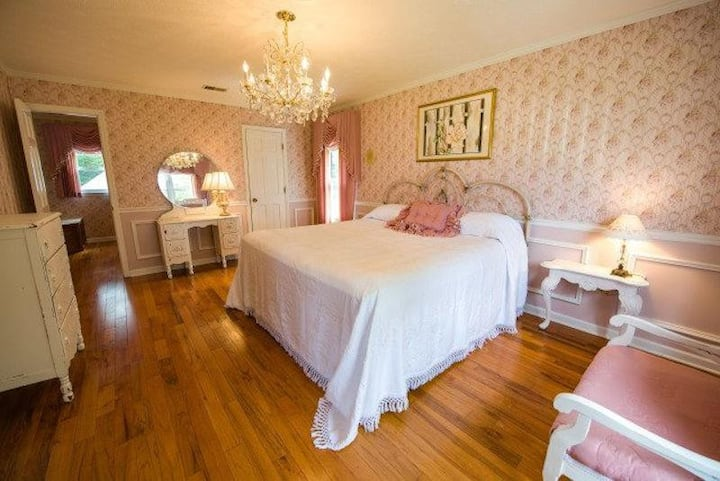 Rose Room at Blue Heaven Bed & Breakfast