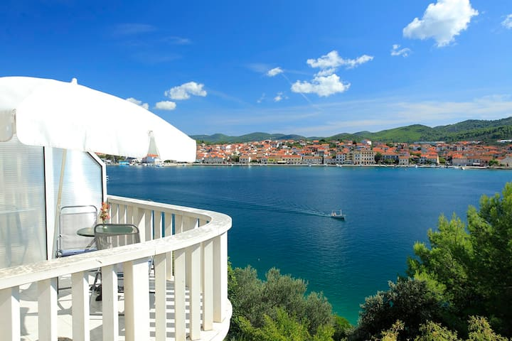 *amazing view apt for 2,by the sea  - Vallegrande