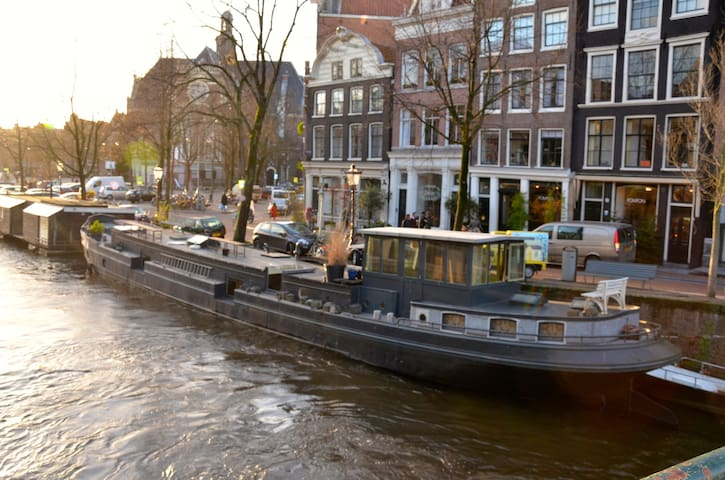 Amazing Houseboat on best spot ever - Ámsterdam - Barco