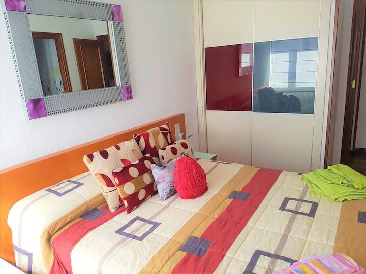 Main bedroom+private ensuite bathroom/Kitchen/WIFI