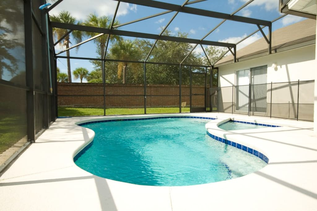 South Facing Pool - very private & not overlooked