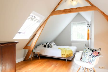 family attic with 2 bedrooms and private bathroom - Rotterdam - Leilighet