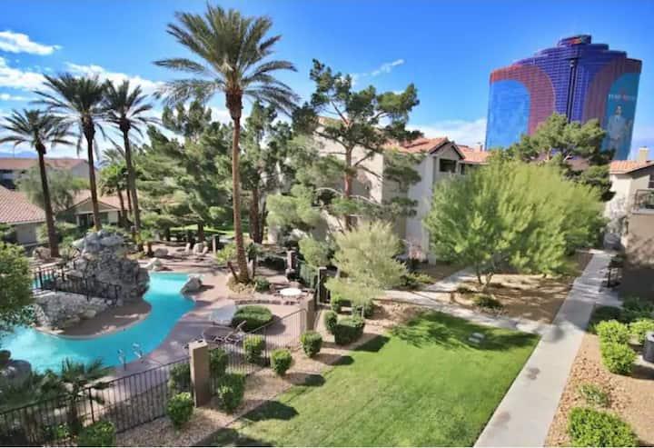 Vegas! Resort Style Villa!!!