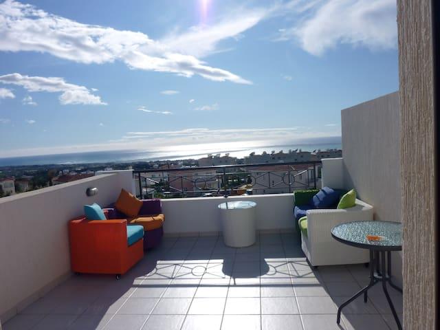 Panoramic sea views - roof garden