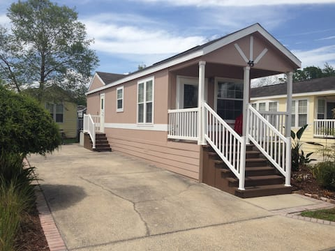 Awesome Tiny House Cottage near all Attractions!