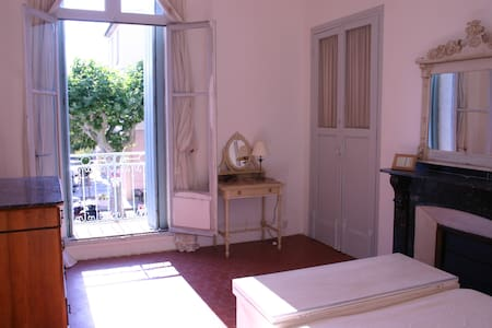 Large Traditional Town House in Market Square - Nissan-lez-Enserune - House