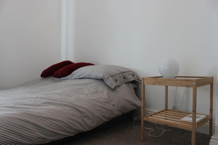 Single room, City Centre (Dublin 8-near Guinness)