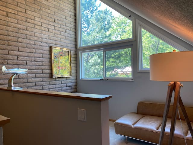 Tree house -walking distance from Pearl street