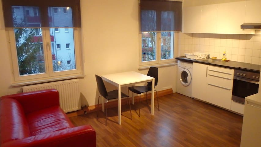 2 bed room apt with 4 beds - free parking (Ref F4) - Basileia