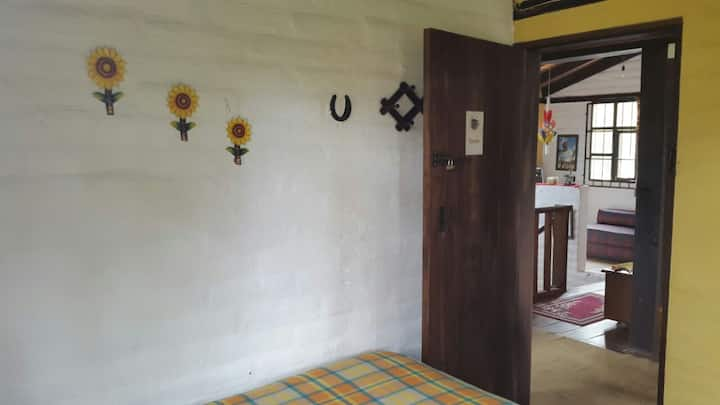 Yellow Guest House (Room Tomás)