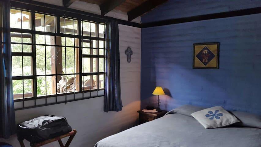 Yellow Guest House (Room Elías) - Cotacachi - Bed & Breakfast