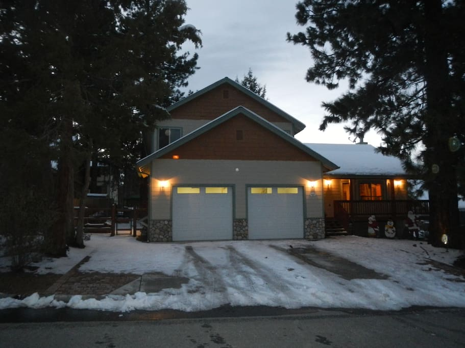 Over 2400 square feet of family fun on a large fenced lot. Steps to Snow Summit shuttle.