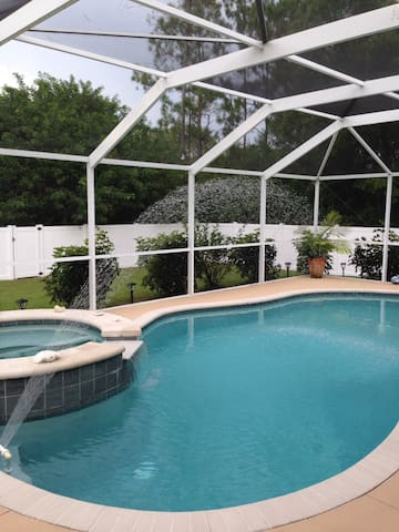 Luxury pool/spa house 3 b/rooms 2 bathrooms - Lehigh Acres - Ház