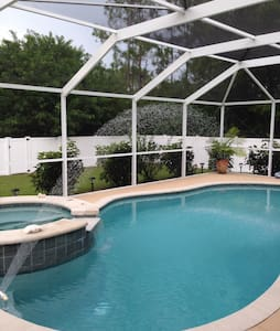 Luxury pool/spa house 3 b/rooms 2 bathrooms - Lehigh Acres
