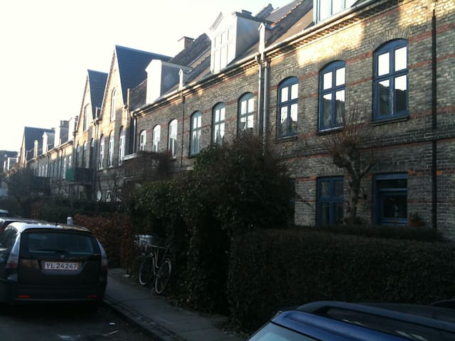 Lovely townhouse in artist area - Copenhague - Casa