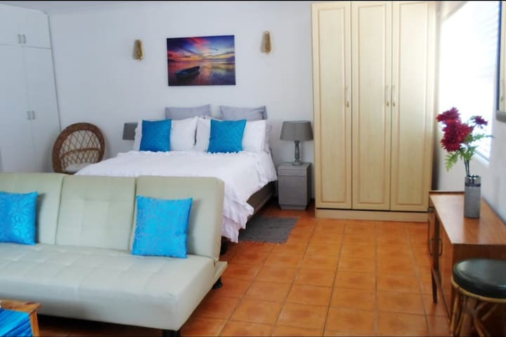 Wegbreek  (Getaway) Self Catering Studio Apartment