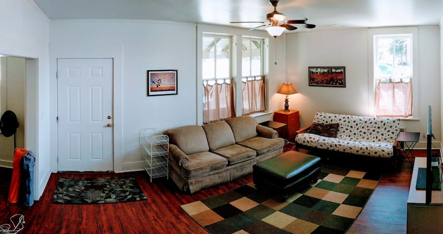 Spacious Cherry House in heart of Downtown