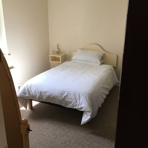 Weather Cock House - Double bedroom 2 Share house