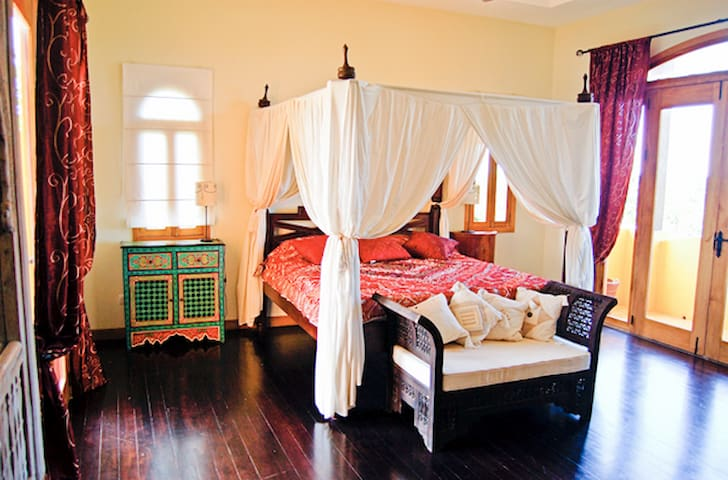 EXOTICA: GRAND MASTER SUITE -  King Bed  - Private Jungle View Terrace & Ocean View Balcony - 15' vaulted ceilings....