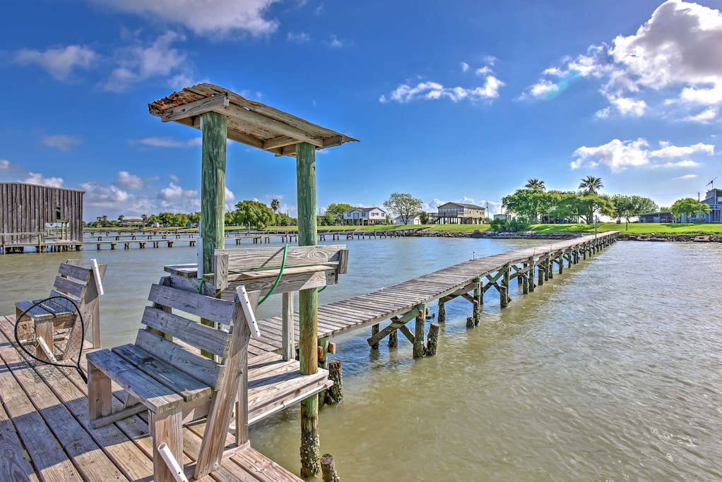 Situated right beside the bay, the home offers easy access to the fishing pier.