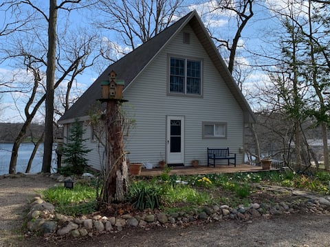 Quiet, lake front, upscale, 3 bed, 2 bath, A-frame