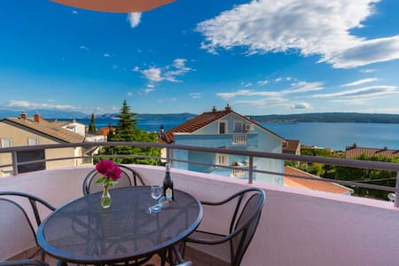 Apartment with sea views in the resort Crikvenica