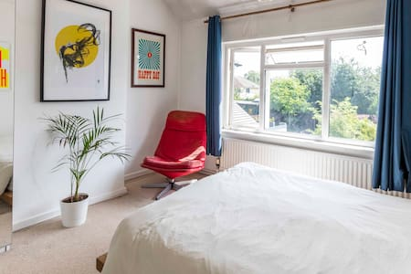☀️Artists Home in Cambridge w/Parking and Garden☀️