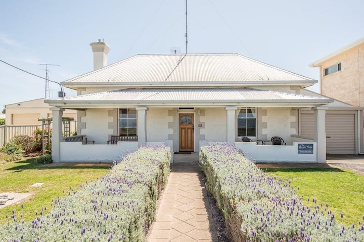 Delightful seafront villa