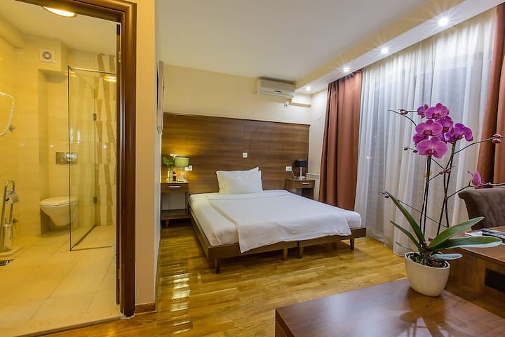 Cozy room in Hotel M - Podgorica - Bed & Breakfast