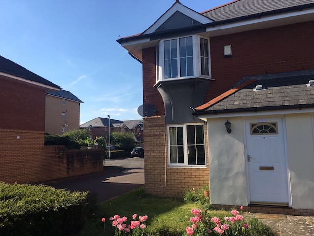 2 bed house 30 min walk to Principality Stadium - Cardiff - Casa