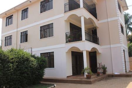 Daisy apartment, with lake Vic view - Kampala