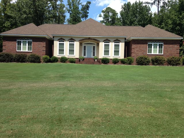 Spacious, contemporary rental-Masters' Tournament - Graniteville - Dom