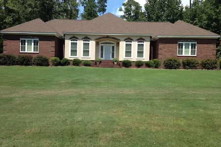 Spacious, contemporary rental-Masters' Tournament - Graniteville