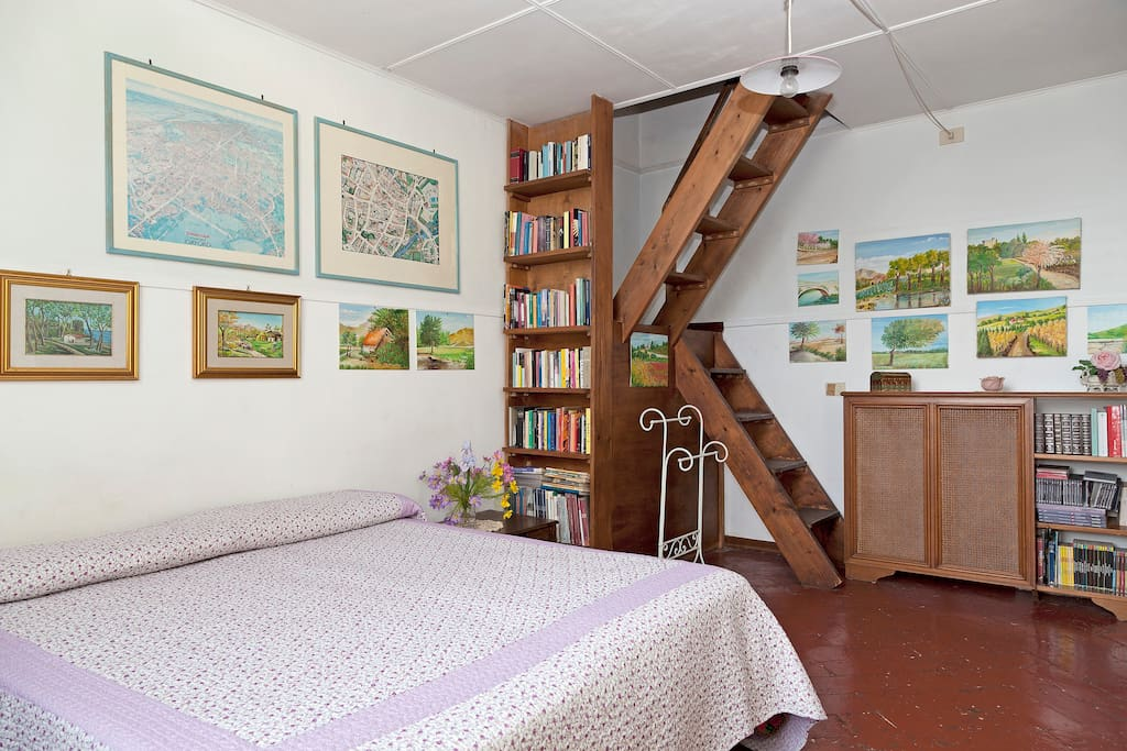 Double room with a big dresser, an attic for luggage