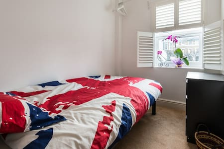 Single bedroom in old East London  - Londres