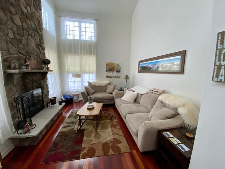 Peaceful & Lovely Home in Pinecrest Community