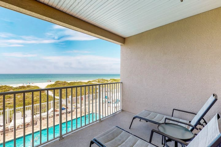 Dog-friendly, beachfront, condo w/ a shared pool & hot tub