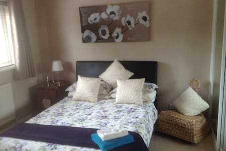 Comfortable & Modern rooms with own bathroom B&B - Clophill - Haus