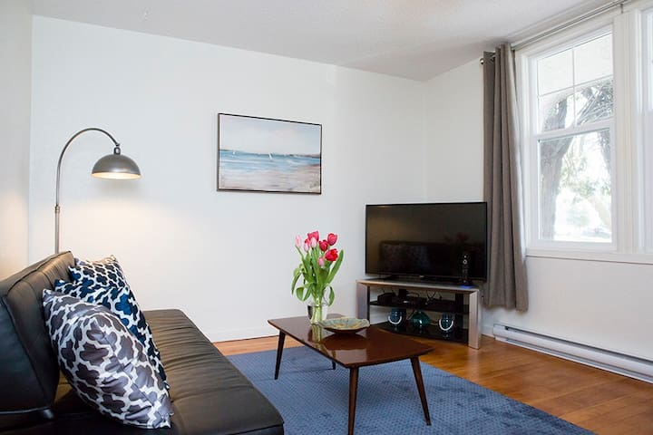 Monthly fully furnished 1 bed 1 bath home unit 2 - Victoria - Apartment