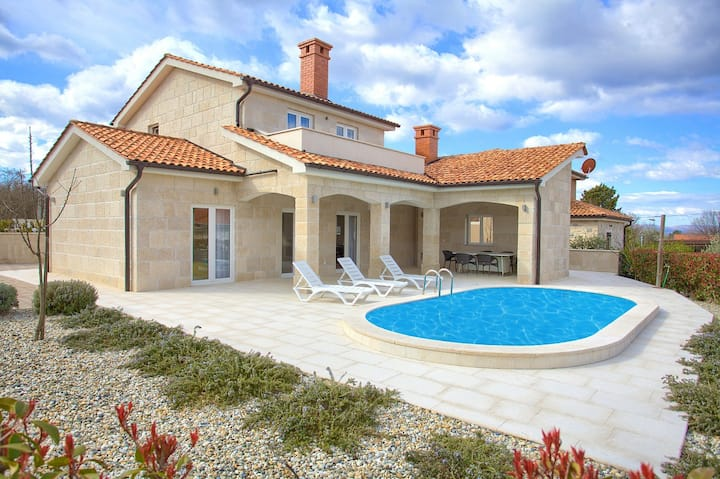 Charming Stone VILLA ADELINE With Swimming Pool