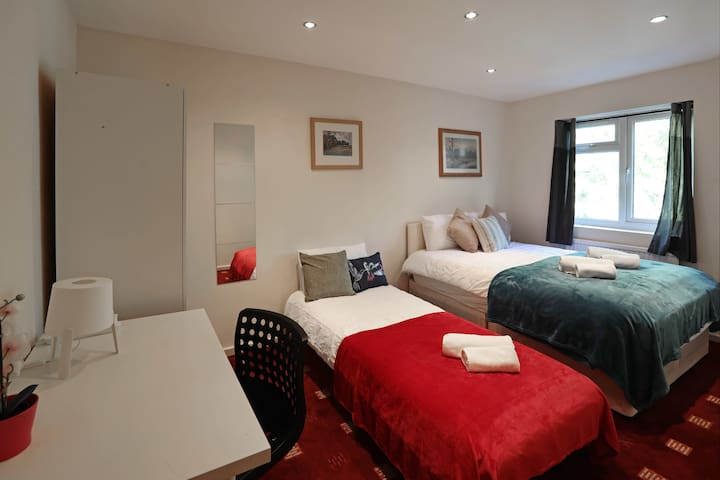Private Triple Bedroom in London Euston (8)