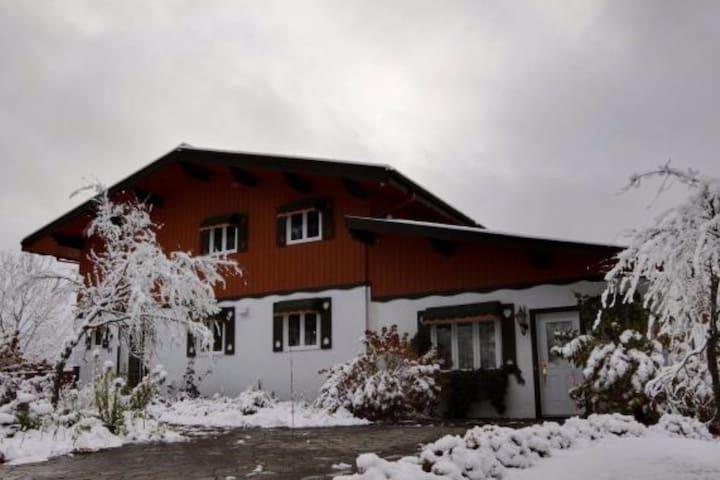 """Maison""""style Chalet"""" suisse pour 8 - Sainte-Brigitte-de-Laval - House"""