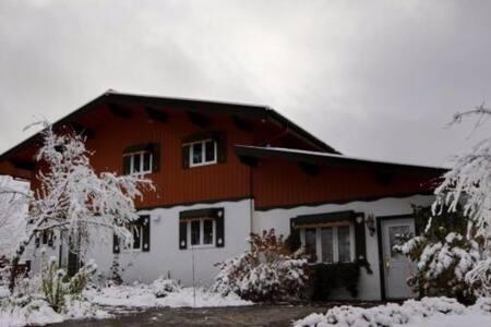 """Maison""""style Chalet"""" suisse pour 8 - Sainte-Brigitte-de-Laval - บ้าน"""