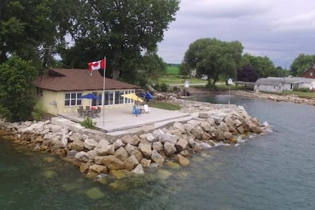 3 BDRM GORGEOUS LAKEFRONT COTTAGE - Leamington