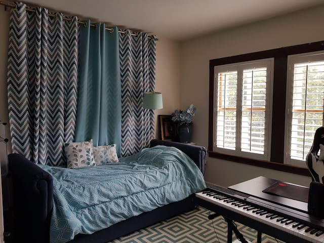 Beautiful room with 2 beds