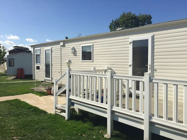 Static Caravan Highfields, Clacton - Clacton-on-Sea - Hytte (i sveitsisk stil)