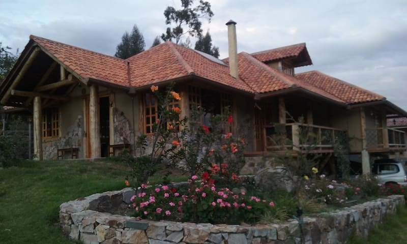 Habitación en casa rústica  cerca de la ciudad